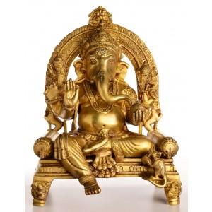 Ganesha Statue auf Thron sitzend mit Aureole Vorderansicht