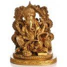 Ganesha Statue sitzend das Mahabharata schreibend mit Aureole Vorderansicht